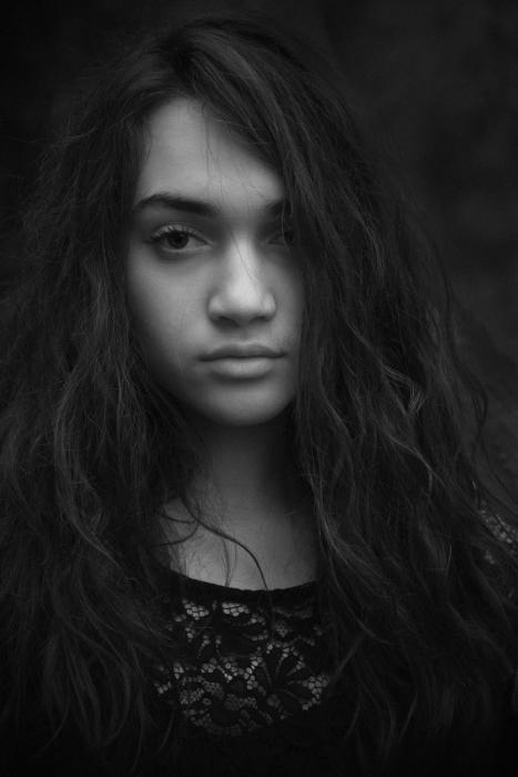 Simona Poncia Portrait - CLAUDIA7