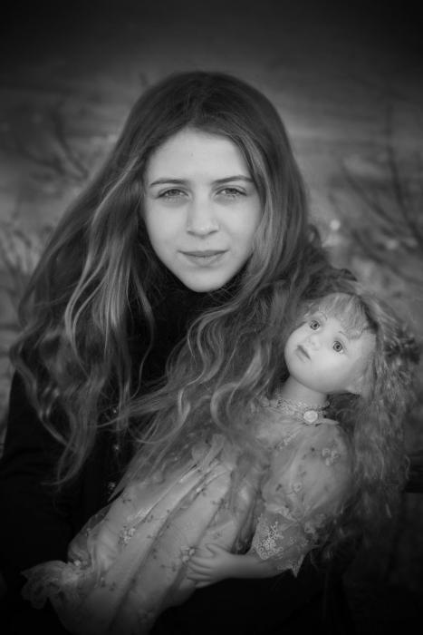 Simona Poncia Portraits - Doll